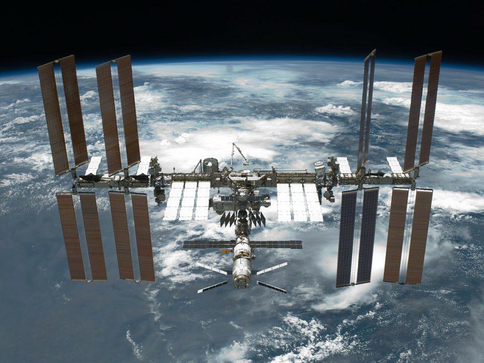 Stacja kosmiczna wykorzystująca zasilanie modułami fotowoltaicznymi